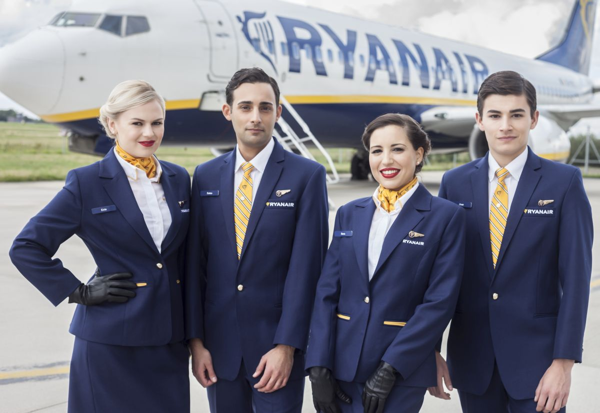 ryanair recrutement h u00f4tesse de l u0026 39 air  steward bas u00e9 en europe